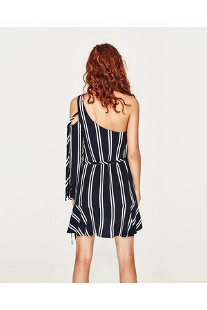Kvinder Asymmetriske kjoler - Zara ASYMMETRISK STRIBET KJOLE