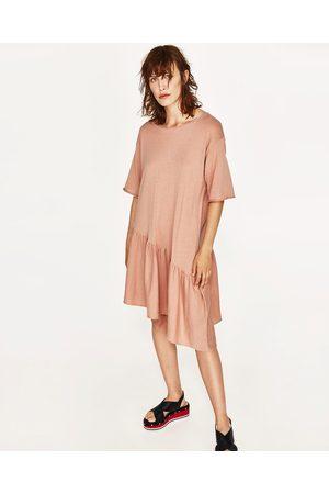 Kvinder Asymmetriske kjoler - Zara KJOLE MED ASYMMETRISK FLÆSE - Fås i flere farver