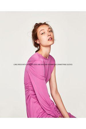Zara Kjole med rynkeeffekt og asymmetriske ærmer