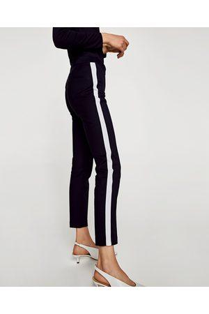 løse bukser med striber