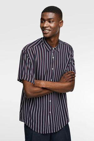Zara Løstsiddende skjorte med striber