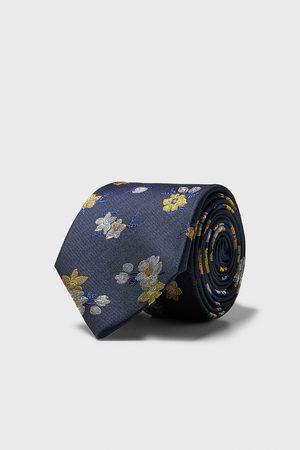 Zara Bredt, blomstret slips