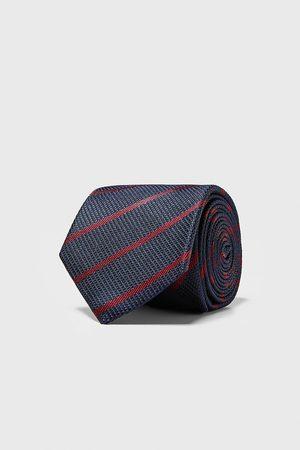 Zara Bredt slips med striber