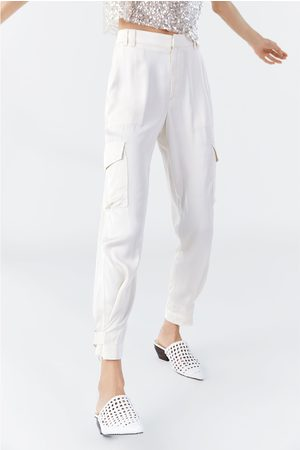Zara Bukser i satin