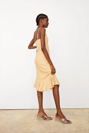 Zara Teksturvævet kjole med flæsekant