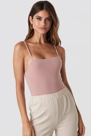 NA-KD Kvinder Bodies - Thin Strap Bodysuit