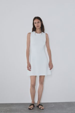 Zara Strikket kjole besat med muslinger