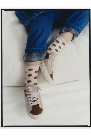 Zara 2-pak med polkaprikkede strømper