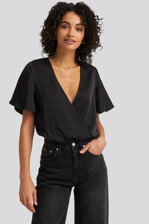 NA-KD Kvinder Kortærmede - Wrap Over Short Sleeve Body