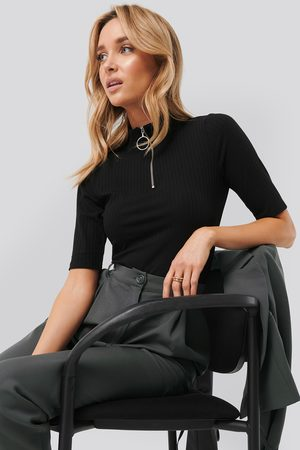 NA-KD Kvinder Toppe - Ribbed High Neck Top