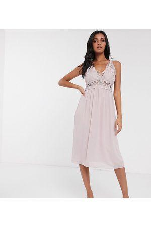 TFNC — Bridesmaid — Taupe-farvet minikjole med halterneck og blonder