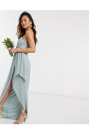 TFNC Bridesmaid - Eksklusiv bandeau-midaxikjole med plisseret slå-om detalje i salviegrøn