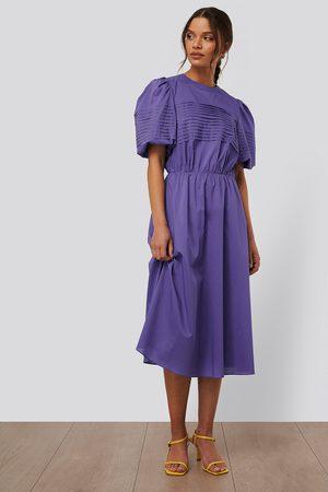 NA-KD Short Puff Sleeve Midi Dress