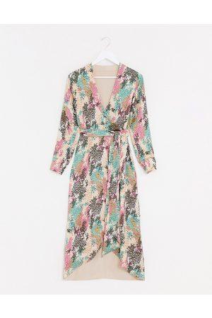 Style Cheat Vendbar maxikjole i print af kontrastfarvede sommerblomster med bindebånd i siden