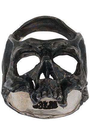 13 LUCKY MONKEY Fingerring i hamret design med dødningehoved