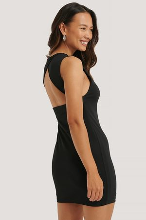 NA-KD Clean Open Back Dress