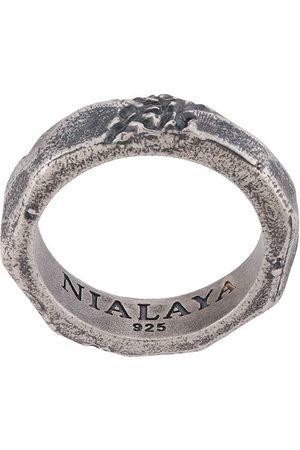 Nialaya Ring med indgravering og slitageeffekt