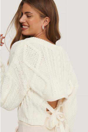 NA-KD Kvinder Strik - Back Knot Detail Cable Knit Sweater