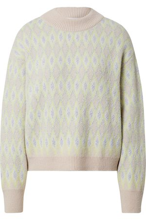EDITED the label Pullover 'Pearl