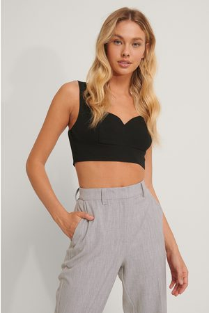 NA-KD Tailored V-shape Cropped Top