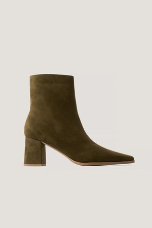 NA-KD Faux Suede Slim Toe Boots