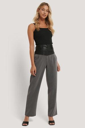 NA-KD Kvinder Habitbukser - PU Detail Suit Pants