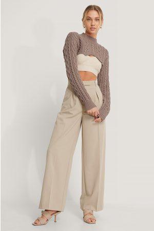 NA-KD Kvinder Strik - Super Short Cable Knit Sweater