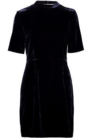 GANT D2. Fitted Velvet Dress Kort Kjole