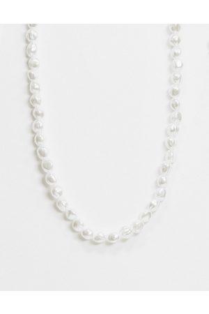 Chained & Able Halskæde med hvide perler
