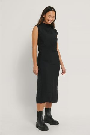 NA-KD Sleeveless Flowy Midi Dress
