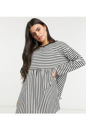 ASOS ASOS DESIGN Petite - - og hvidstribet, super-oversized kjole med lange ærmer