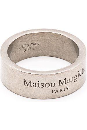 Maison Margiela Ring med slitageeffekt og graveret logo