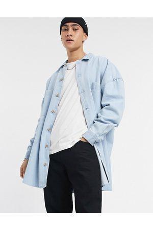 ASOS Ekstremt oversized denim-overskjorte i bleget vask med mockhorn-knapper-Blå