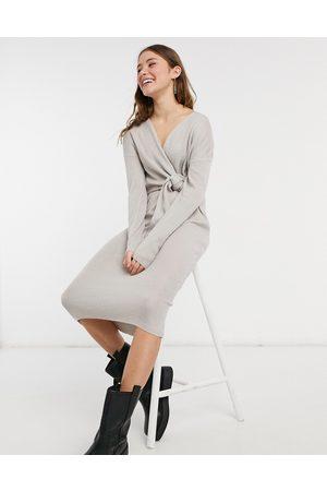 Style Cheat Loren - Strikket slå-om-midikjole med bindebånd i -Blå