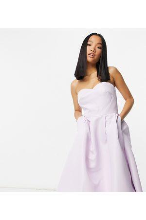 Chi Chi Petite Chi Chi London Petite - Asymmetrisk bandeau-midaxi-kjole i lavendel-Lyserød