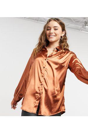 In The Style Oversized satinskjorte i rustrød - Kun hos ASOS-Orange