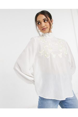 & OTHER STORIES Cremefarvet bluse med blomsterbroderier