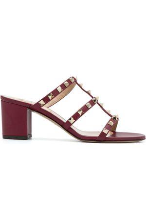 VALENTINO GARAVANI Rockstud-sandaler i læder med en åben tå, et slip-on-design, en brandet indersål, en mellemhøj blokhæl og gul...