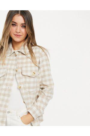 New Look Hyggelig skjortejakke i cremehvide tern