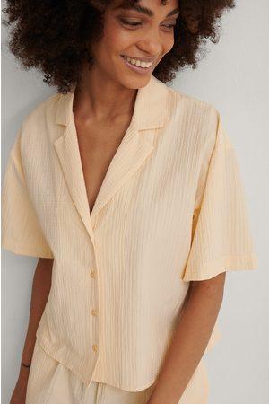 NA-KD Struktureret Økologisk Lounge Shirt Med Kort Ærme