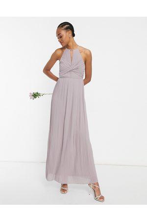 TFNC Bridesmaid - maxikjole med plisseringer og draperet detalje