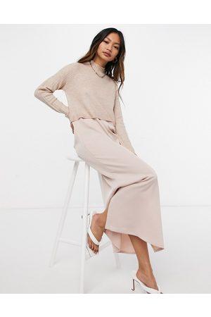River Island Hybrid - Midi-slip-kjole med trøjeoverlag i pink satin-Lyserød