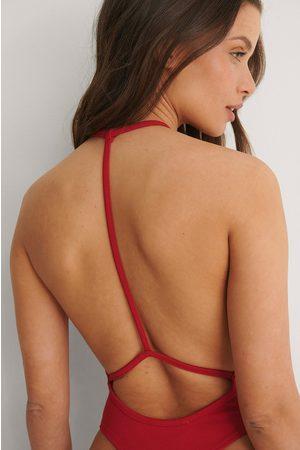 Bella Michlo x NA-KD Body Med Detaljer Bagpå