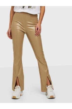 Parisian Faux Leather Split Flare Trousers Bukser Camel