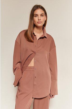 NA-KD Classic Kvinder Langærmede skjorter - Slidsdetalje Skjorte