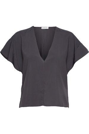 Designers Remix Valerie V-Top Blouses Short-sleeved