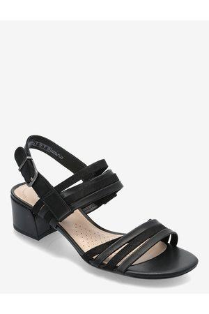 Clarks Caroleigh Bess Sandal Med Hæl
