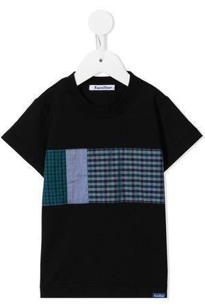 Familiar T-shirt med mærkedetalje