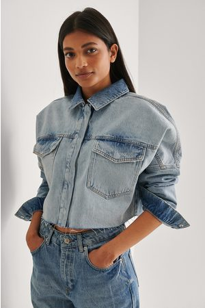 NA-KD Kvinder Denimskjorter - Cropped Denim Raw Hem Shirt