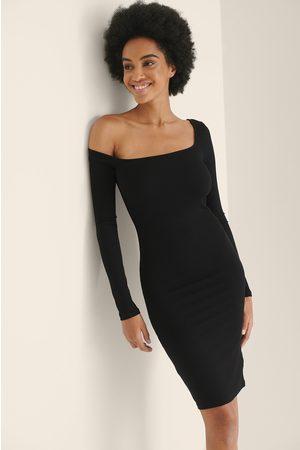 NA-KD Kvinder Asymmetriske kjoler - Ribkjole Med Asymmetrisk Skulder
